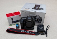 Canon EOS 5D Mark III Digital SLR Camera (Body Only)----900Euro
